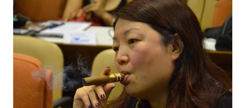 Las mujeres dejan de fumar más fácilmente, pero tienen más recaídas – Efe Salud – 05/10/2014