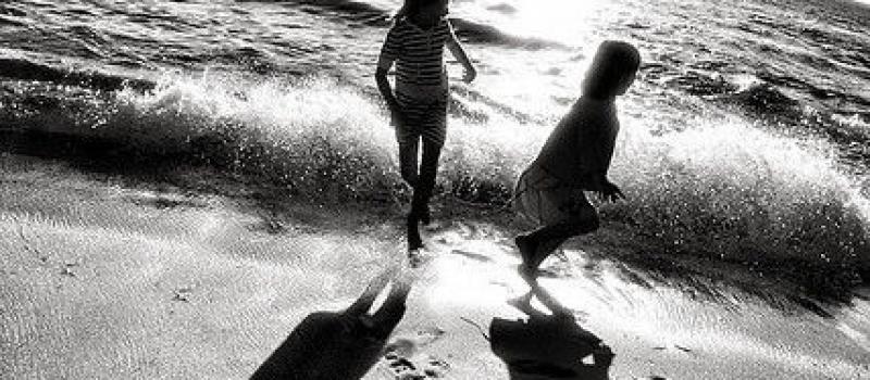 niños playa copia